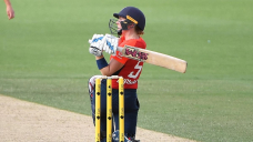 England skipper Knight hits 89 to sink NZ