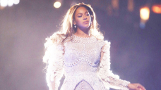 Beyoncé Rocks A White Bustier High & Jacquard Mini Skirt In Current Italy Breeze Photos With Jay-Z — Photos