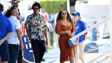 Beyoncé Rocks Sparkly Inexperienced Mini Costume On Jeff Bezos' $500M Yacht With Jay-Z